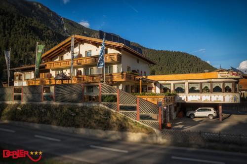 Fotos do Hotel: Ferienhotel Dobler, Weissenbach am Lech