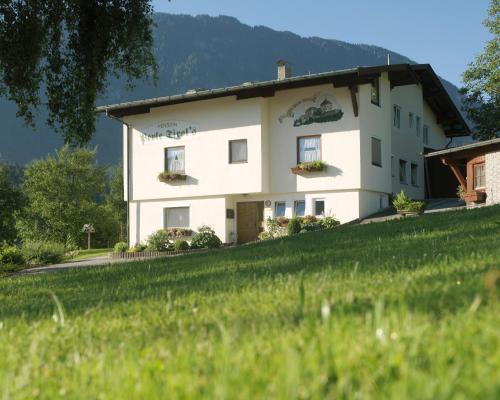 Hotel Pictures: Pension Perle Tirol, Schwoich