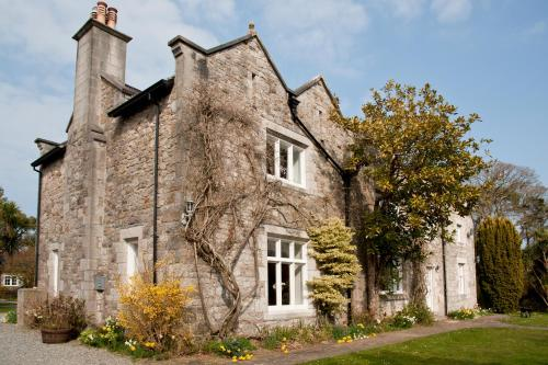 Hotel Pictures: Tros Yr Afon Holiday Cottages and Manor House, Beaumaris
