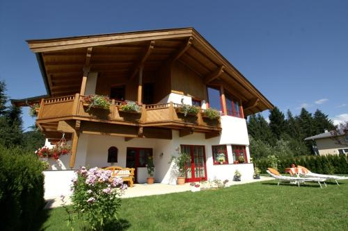 Foto Hotel: Ferienwohnungen Anita, Fieberbrunn