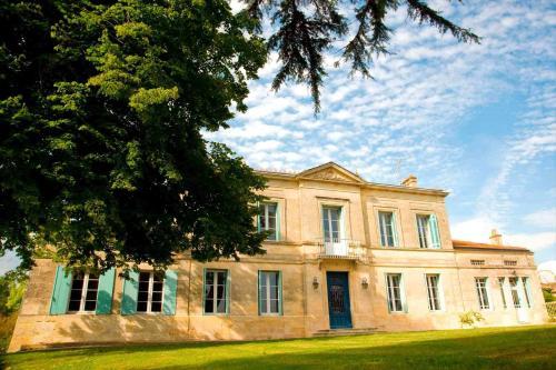 Hotel Pictures: Chateau Rousselle, Saint-Ciers-de-Canesse