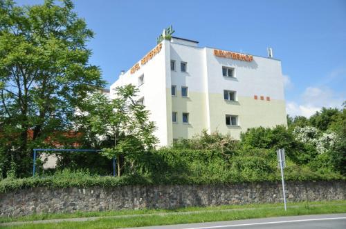 Hotel Pictures: Hotel Restaurant Reuterhof, Darmstadt