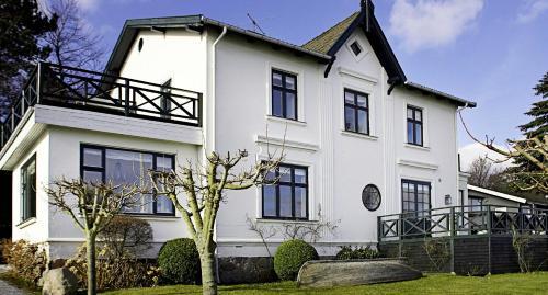 Hotel Pictures: Villa Snekkersten, Snekkersten