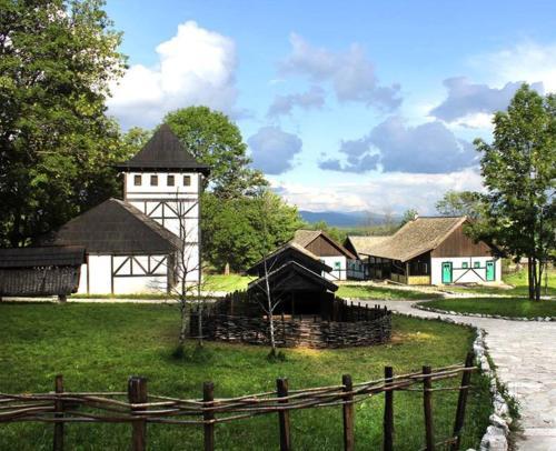 Hotel Pictures: Farm Stay Čardaklije, Kulen Vakuf