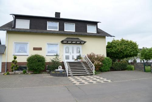 Hotel Pictures: Ferienwohnung Haus Kotthoff, Valwig