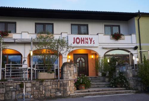 Foto Hotel: Gästehaus Weinhandl & Johnnys Pizzeria, Podersdorf am See