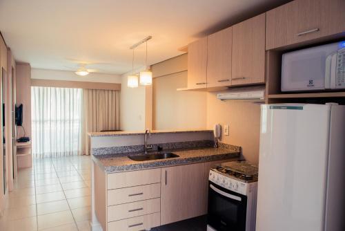 Una cocina o kitchenette en Beach Class Fortaleza By Nobile - Long Stay