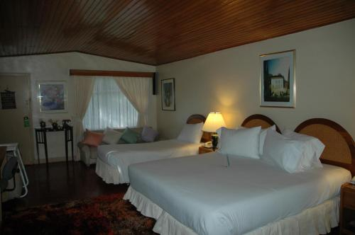 Hotel Pictures: Hotel California, Pacho