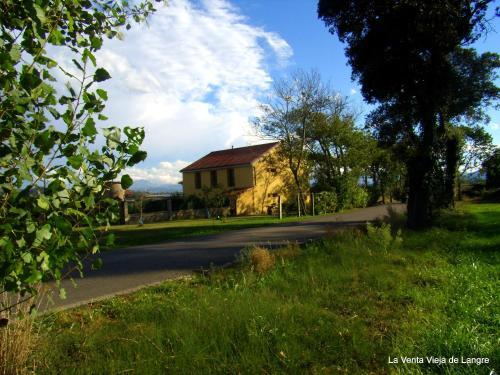 Hotel Pictures: La Venta Vieja de Langre, Langre