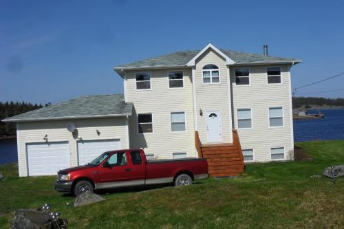 Hotel Pictures: Wolvespack Cottage, Louisbourg