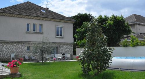 Hotel Pictures: Rez-de-Jardin avec Piscine, Romans-sur-Isère