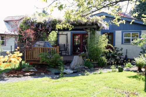 Hotel Pictures: Island Getaway Vacation Rental, Courtenay