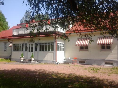 Hotel Pictures: Tavastas Gård B&B, Lovisa