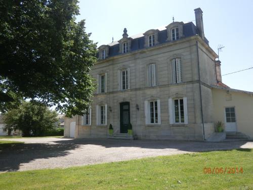 Hotel Pictures: , Saint-Martial-de-Mirambeau