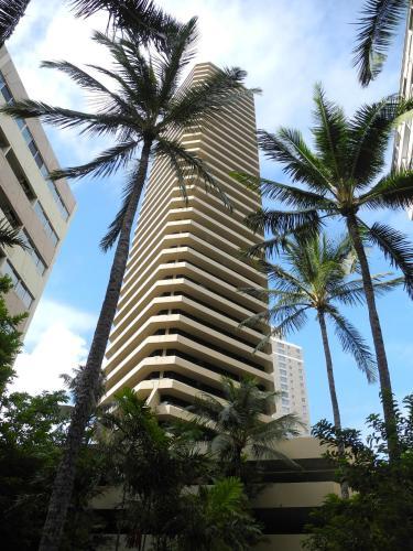 Waikiki Marina Studio with Free Parking