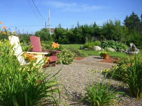 Hotel Pictures: Coastal Waters Accommodations B&B, Three Fathom Harbour