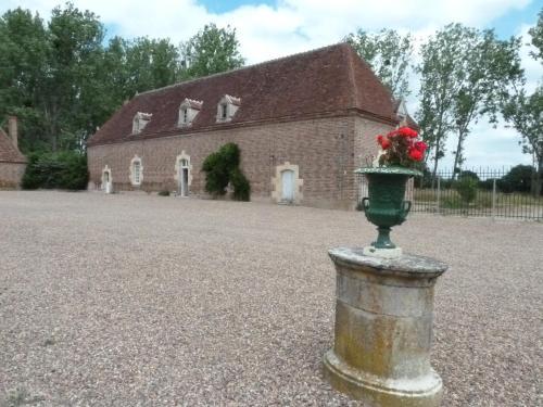 Hotel Pictures: Pavillion du Chateau de Saint Augustin, Lurcy-Lévis