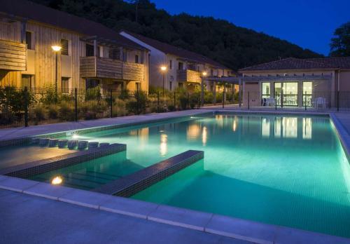 Hotel Pictures: Vacancéole - Résidence Le Clos du Rocher, Les Eyzies-de-Tayac