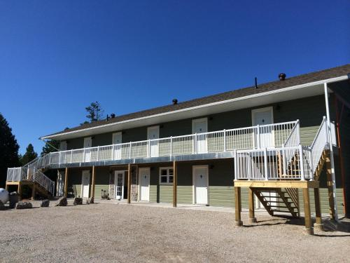 Hotel Pictures: Escarpment Heights Motel, Tobermory