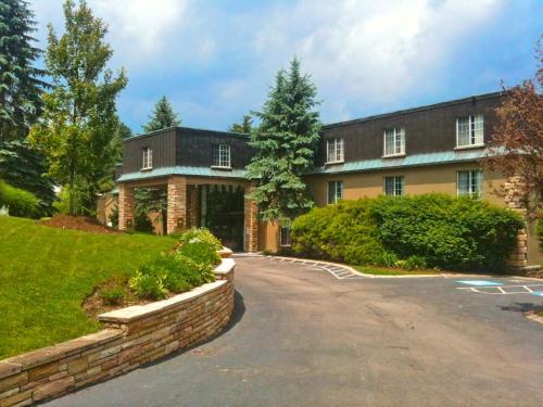 Meadowbrook Inn & Suites