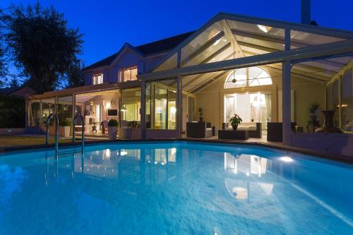 Hotel Pictures: La Villa de la Gondoire, Saint-Thibault-des-Vignes
