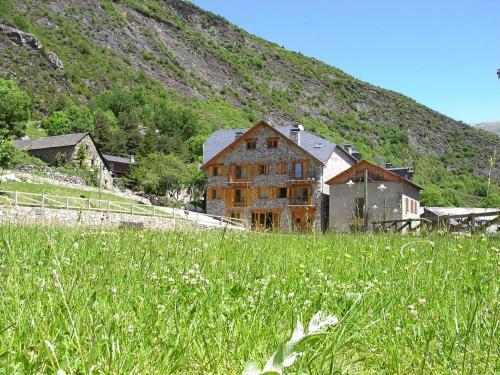 Hotel Pictures: Apartaments El Tarter, Erill la Vall