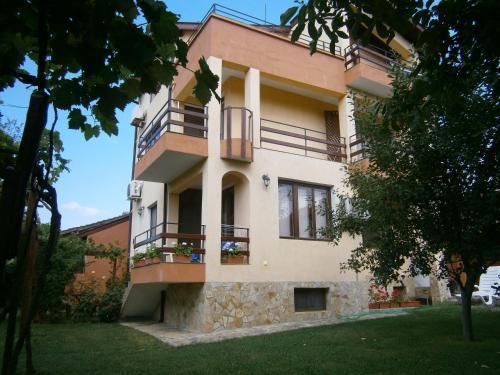 Hotelbilleder: Guest House Hristovi, Aheloy