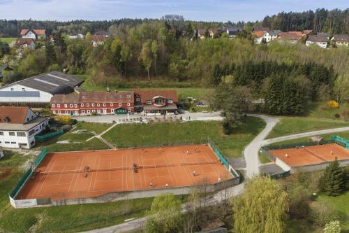 Foto Hotel: Hotel & Tennis Riederhof, Mantscha