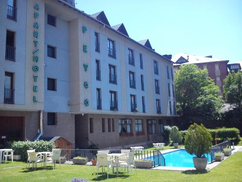Hotel Pictures: Apartaments Pey, Sort