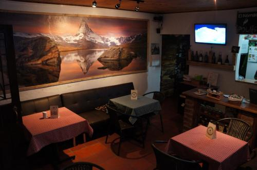 Hotel Pictures: El Nómada Hostal, Suesca