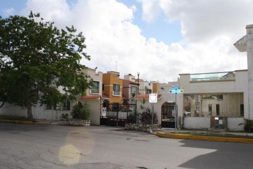 Villa Cancun House