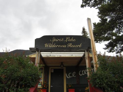 Hotel Pictures: Spirit Lake Lodge, Carcross