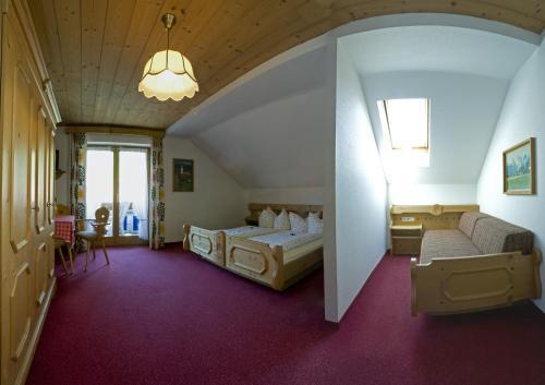 Hotel Pictures: Landgasthof Kirchmayer, Farchant