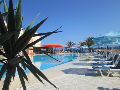 Hotel Pictures: Ninos On The Beach Hotel, Roda