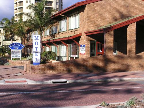 Adelaide motels cheap motels in adelaide for Buffalo motor inn glenelg