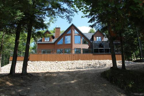 Hotel Pictures: Chalet Movendo, Lac-Simon