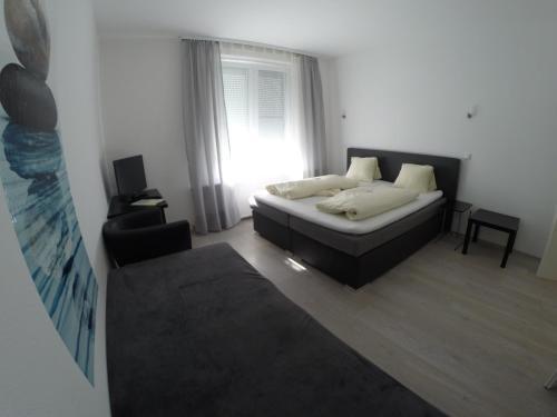 Foto Hotel: Landgasthof zur Post, Neufeld an der Leitha