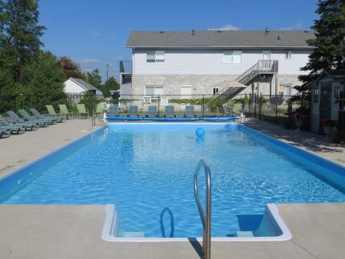 Hotel Pictures: J & J Motel, Wasaga Beach
