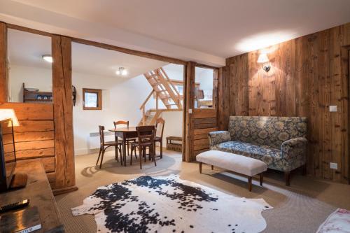 Hotel Pictures: La Ruinette - Art Barn Apartments, Le Châble