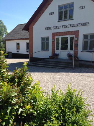 Hotel Pictures: Kirke Saaby Forsamlingshus, Kirke Såby