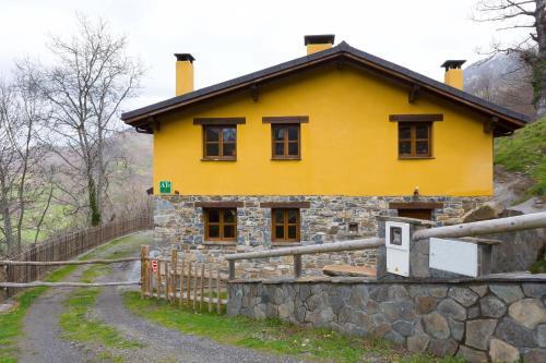 Hotel Pictures: Llananzanes Rural, Llananzanes