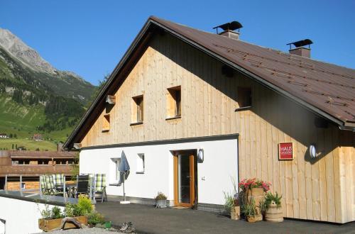 Foto Hotel: Haus Gaudenz, Warth am Arlberg