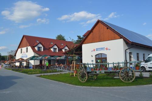 Hotel Pictures: Penzion Slovácký dvůr, Ostrožská Nová Ves