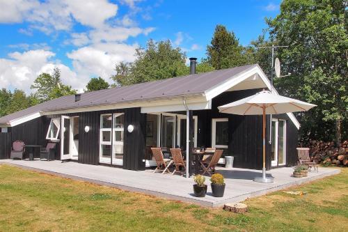 Hotel Pictures: Holiday home Blomstervangen D- 584, Oksbøl