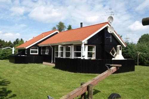 Hotel Pictures: Holiday home Brombærvej F- 690, Hals