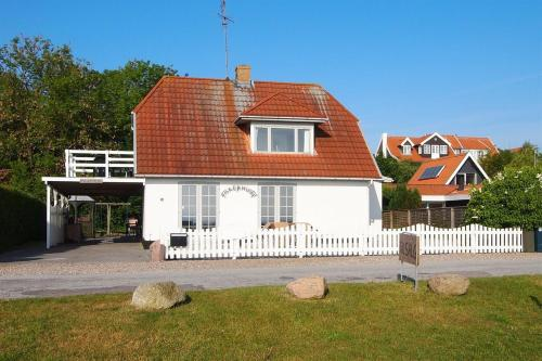 Hotel Pictures: Holiday home Strandbakken E- 4505, Helnæs By