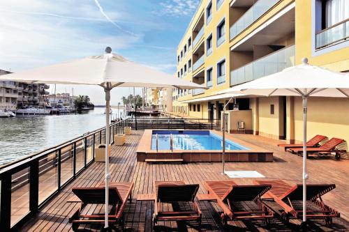 Hotel Pictures: Pierre & Vacances Empuriabrava Marina, Empuriabrava