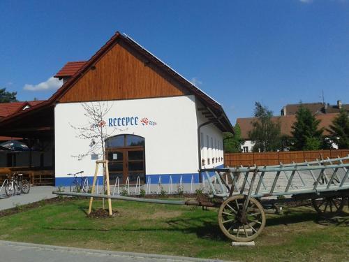 Hotel Pictures: , Ostrožská Nová Ves