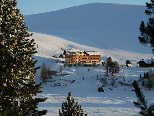 Hotel Pictures: Heidi-Hotel Falkertsee, Patergassen