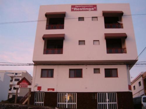 Hotel Pictures: Apartamentos Restinga, La Restinga